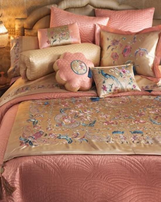Подушки на кровать фото