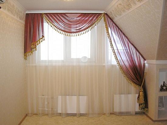 Дизайн штор на окна мансардного типа