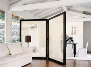 Декоративная штора-ширма и зонирование занавесом интерьера