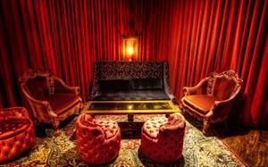 Текстильный декор интерьера ночного клуба